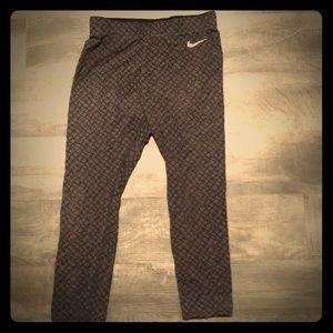 🖤 Nike Capri Leggings